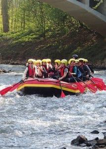 Wenn es etwas wilder sein soll, dann bietet sich vielleicht eine Raftingtour auf dem Rhein an